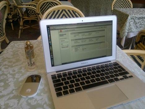 Huawei E5 and MacBook Air