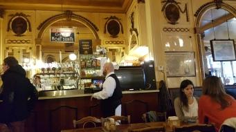 Yksi Brysselin vanhimmista olutravintoloista La Mort Subite.