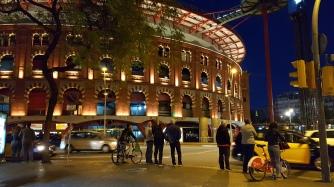 Arena de Barcelonas -kauppakeskuksen katollle pääsee näköalahissillä.