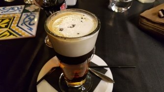Jälkkäriksi Amaretto-kahvi.