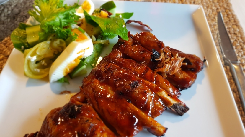 Kesäruokaa: grillatut ribsit