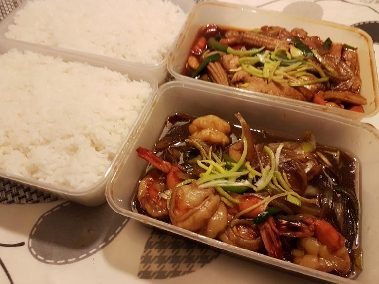 Thairuokaa - jättikatkarapuja ja kanaa
