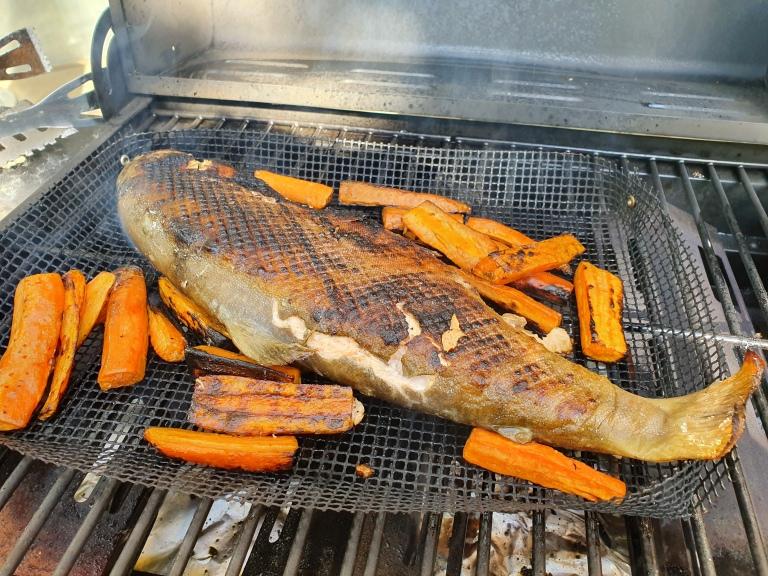 Kala oli grillissä keskilämmöllä noin 10 min per puoli.