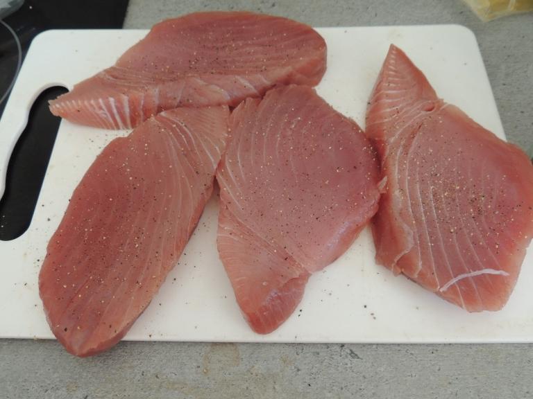 Laadukkaan tuoreen tonnikalafileen tunnistaa tällaisesta vaaleanpunaisesta väristä. Kuva: Erkki Mustonen